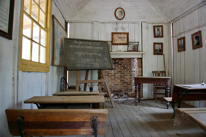 abandoned-architecture-blackboard-752395.jpg